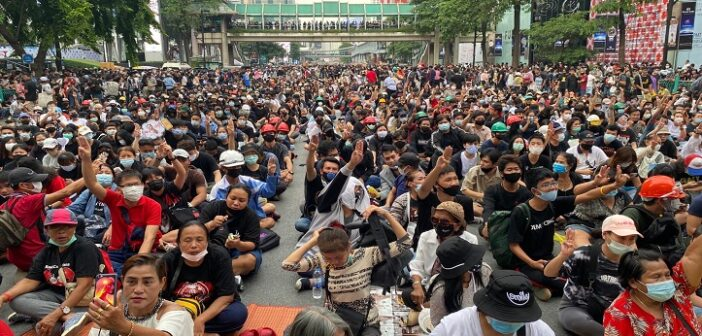 Thousands rally in Bangkok after Thailand PM refusal to resign