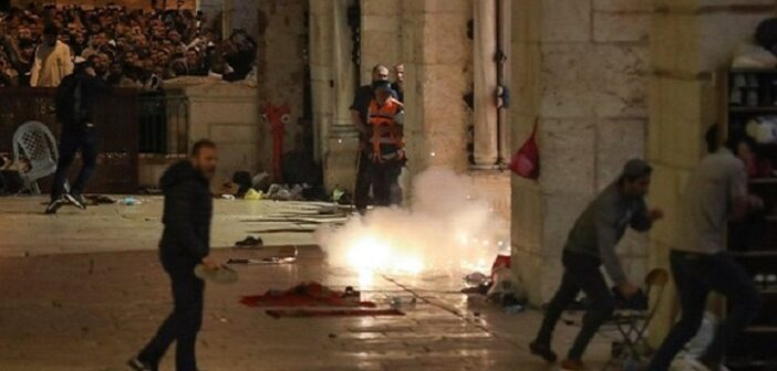Jerusalem: Hundreds injured in second night of unrest over Palestinian evictions